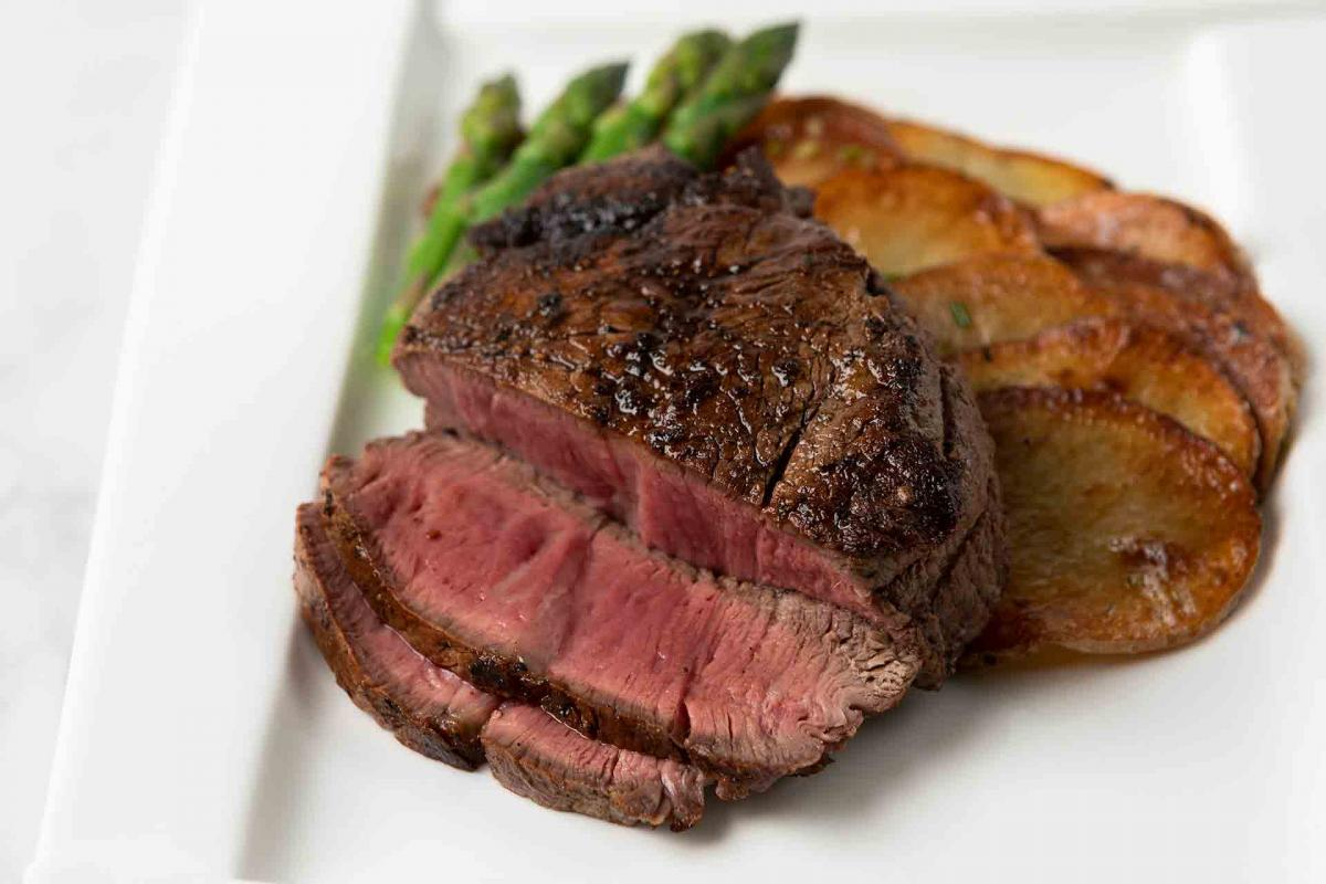 Filet Mignon with potato coins and asparagus